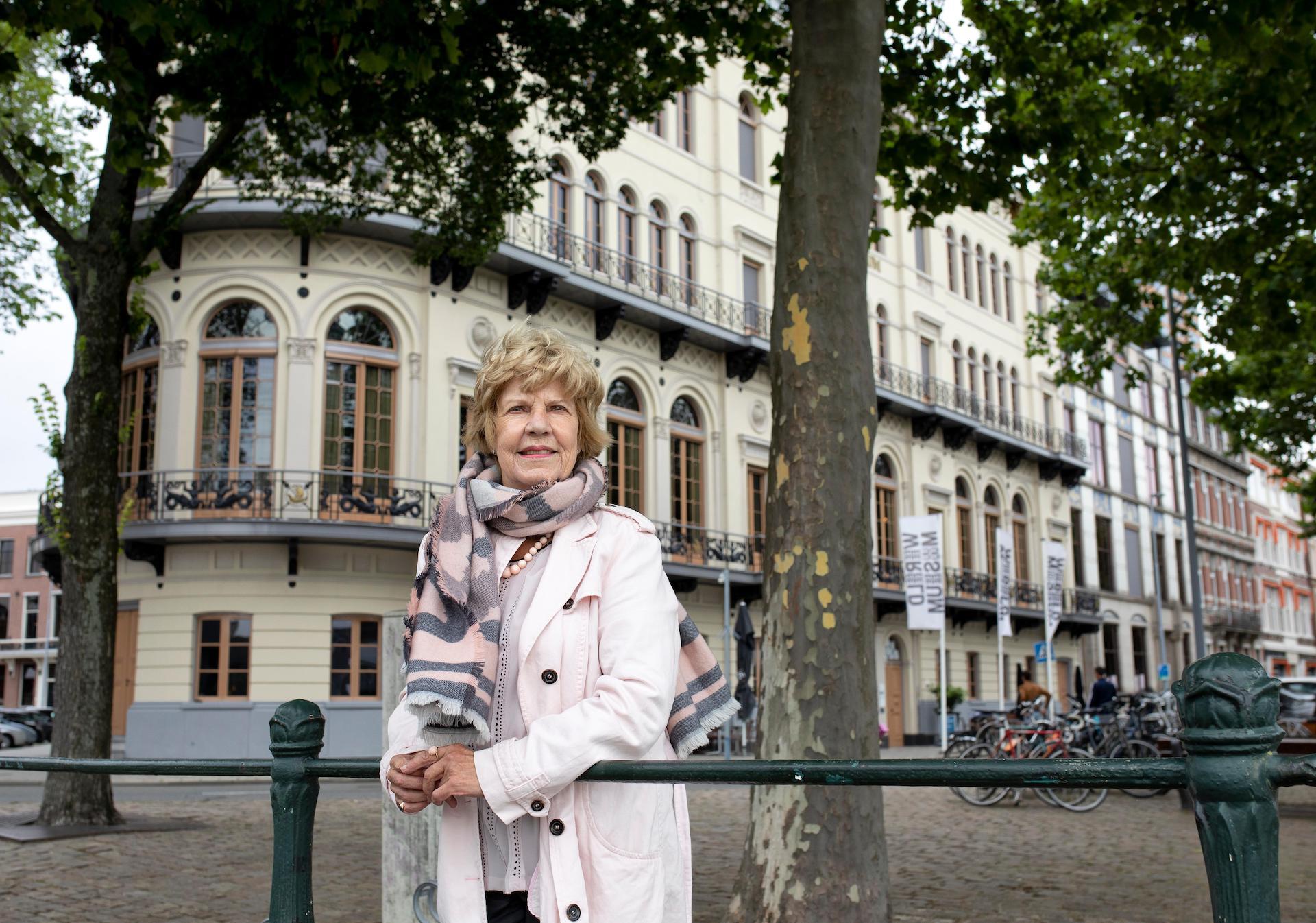 Albertine Duin staat voor het Wereldmuseum en duikt niet meer